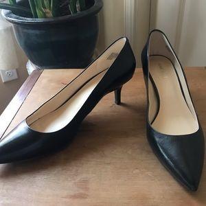Nine West black leather pointed-toe pumps